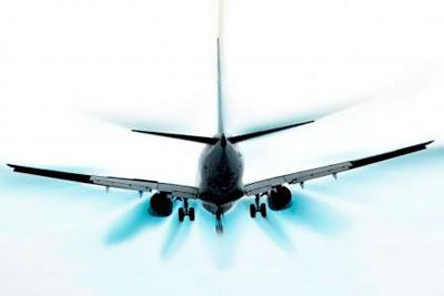 Imagen de un avión volando en automatico